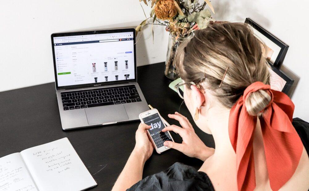 e-ticaret işletmesi için Instagram Hikayeleri kullanımını temsil eden fotoğraf